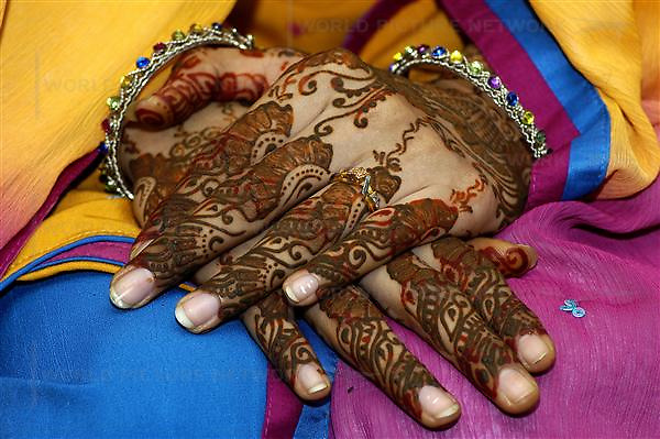 """Bride's hand with traditional hand color """"Hina"""" in Karachi, Pakistan on Wednesday 21 March, 2007.Pakistan most known as an Islamic Taliban and lake of tolatent, certain youths from the middle class and upper class is finding it's way out, one foot in tredtion and the other in western way of life. Asim Hafeez/WpN"""