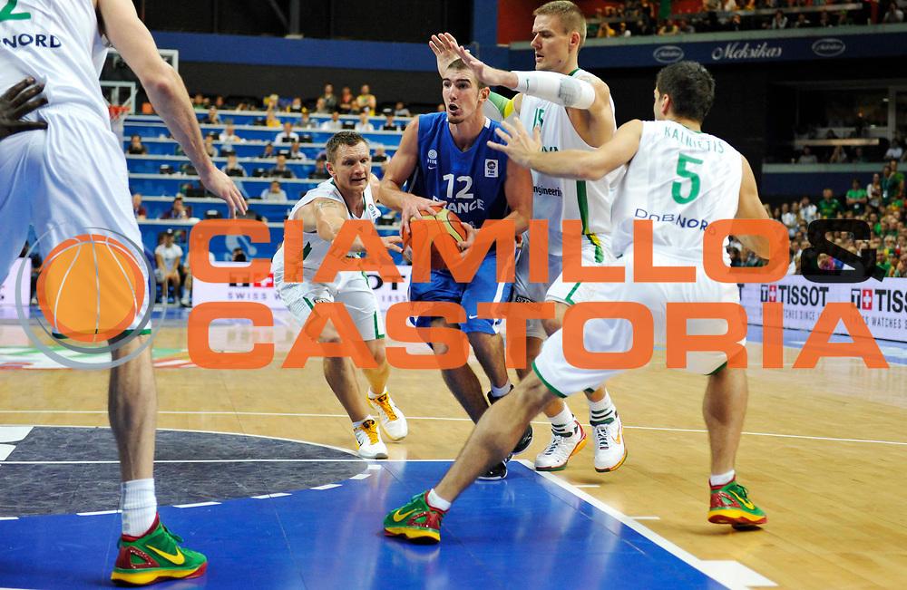 DESCRIZIONE : Vilnius Lithuania Lituania Eurobasket Men 2011 Second Round Lituania Francia Lithuania France<br /> GIOCATORE : Nando De Colo<br /> CATEGORIA : palleggio<br /> SQUADRA : Francia France<br /> EVENTO : Eurobasket Men 2011<br /> GARA : Lituania Francia Lithuania France<br /> DATA : 09/09/2011<br /> SPORT : Pallacanestro <br /> AUTORE : Agenzia Ciamillo-Castoria/JF Molliere<br /> Galleria : Eurobasket Men 2011<br /> Fotonotizia : Vilnius Lithuania Lituania Eurobasket Men 2011 Second Round Lituania Francia Lithuania France<br /> Predefinita :