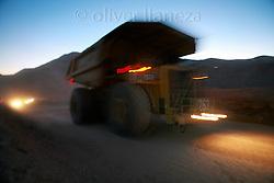 FOTÓGRAFO: Oliver Llaneza ///<br /> <br /> Camión cargado remergiendo de la mina Escondida Norte