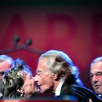 Nederland,Amsterdam ,15 september 2007..Op 29 juli is Harry Mulisch 80 jaar geworden. Om dit te vieren wordt op zaterdagavond 15 september een bijzondere literaire avond georganiseerd met de schrijver zelf als middelpunt...Het feestelijke podiumprogramma is een verrassingsavond voor Harry Mulisch. Het biedt een prachtig overzicht van leven en werk van de auteur. Aan de hand van diverse filmfragmenten en voordrachten door bekende Nederlandse acteurs en auteurs wordt een bijzonder eerbetoon gebracht. NRC Handelsblad riep het boek 'de ontdekking van de hemel' uit als beste boek van de eeuw. Tevens zal er een uniek optreden plaatsvinden van Reinbert de Leeuw en Louis Andriessen. De avond wordt afgesloten met een onvergetelijke muzikale surprise..Foto:Jean-Pierre Jans