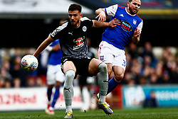 Matt Miazga of Reading holds off Alan Judge of Ipswich Town - Mandatory by-line: Phil Chaplin/JMP - FOOTBALL - Portman Road - Ipswich, England - Ipswich Town v Reading - Sky Bet Championship