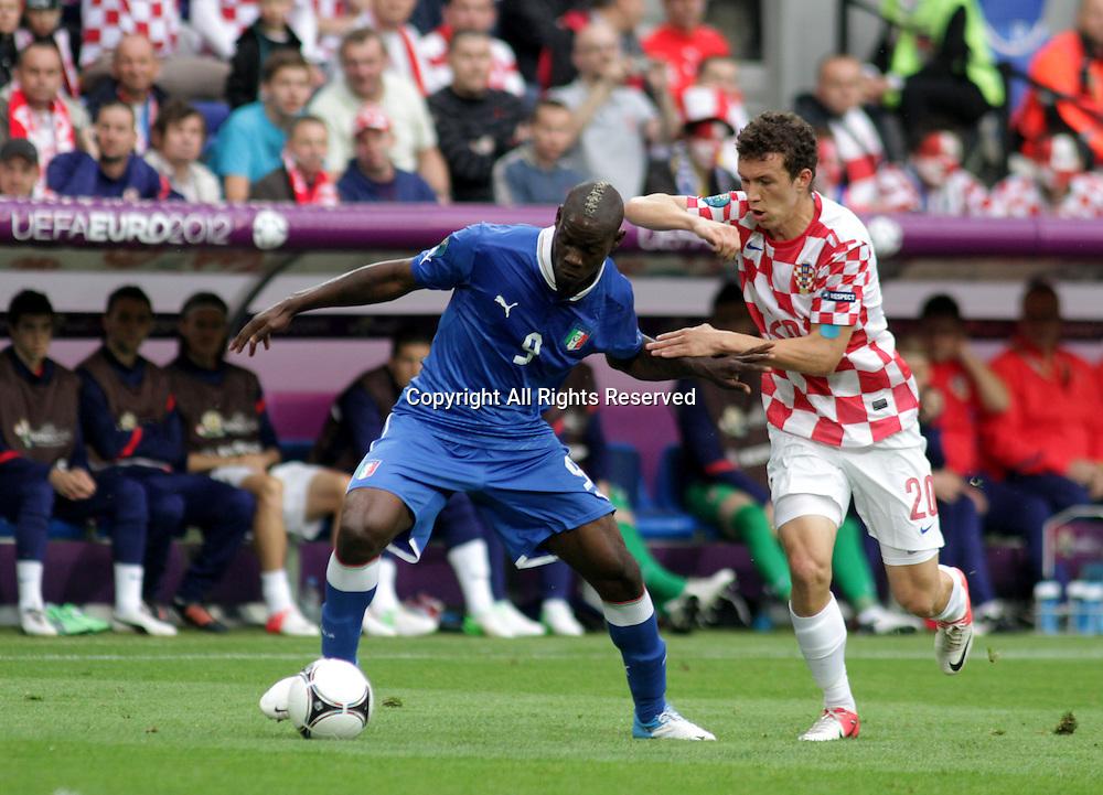 14.06.2012. Poznan, Poland.  EURO 2012, FOOTBALL EUROPEAN CHAMPIONSHIP, Italy versus Croatia. MARIO BALOTELLI (ITA), IVAN PERISIC (CRO) The game ended in a 1-1- draw.