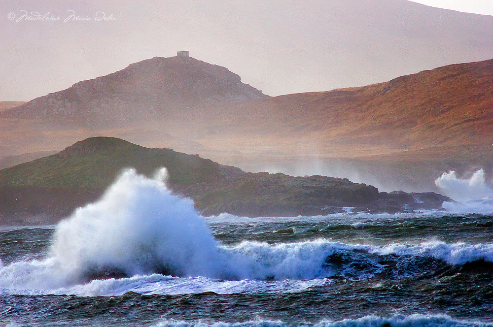 Stormy Weather and Pounding Waves near Begenish island near Cahersiveen, County Kerry, Ireland / ws040