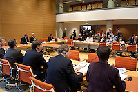 20 JAN 2005, BERLIN/GERMANY:<br /> Uebersicht Sitzungssaal vor Beginn der ersten Sitzung des 2. Untersuchungsausschusses des Deutschen Bundestages, dem sog. Visa-Auschuss, Jacob-Kaiser-Haus, Deutscher Bundestag<br /> IMAGE: 20050120-02-028<br /> KEYWORDS: Visa-Affaere, Visa-Affäre, Übersicht