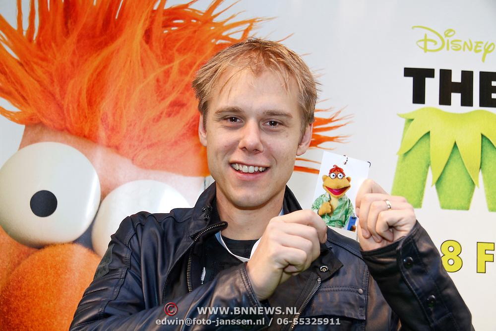 NLD/Amsterdam/20120121 - Filmpremiere The Muppets, Armin van Buuren met muppet badge