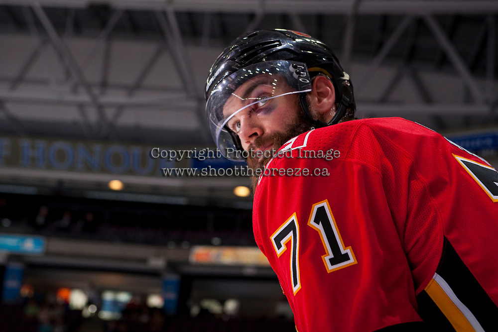 PENTICTON, CANADA - SEPTEMBER 11: Hunter Smith #71 of the Calgary Flames stands on the bench against the Winnipeg Jets on September 11, 2017 at the South Okanagan Event Centre in Penticton, British Columbia, Canada.  (Photo by Marissa Baecker/Shoot the Breeze)  *** Local Caption ***