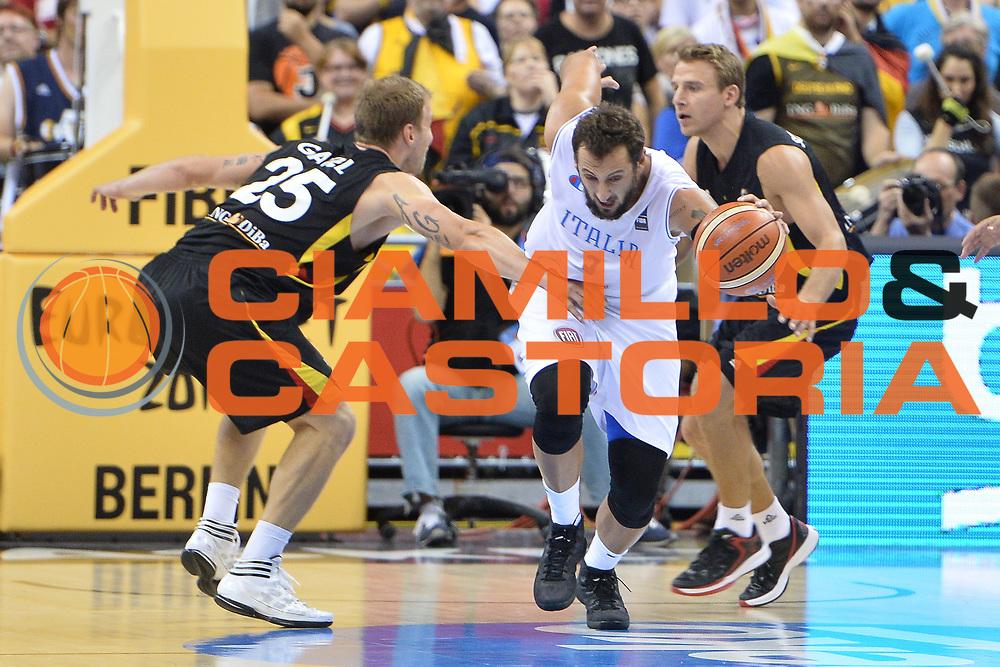 DESCRIZIONE : Berlino Berlin Eurobasket 2015 Group B Italy Germany <br /> GIOCATORE :  Marco Belinelli<br /> CATEGORIA : Palleggio contropiede<br /> SQUADRA :Italy<br /> EVENTO : Eurobasket 2015 Group B <br /> GARA : Italy Germany <br /> DATA : 09/09/2015 <br /> SPORT : Pallacanestro <br /> AUTORE : Agenzia Ciamillo-Castoria/I.Mancini <br /> Galleria : Eurobasket 2015 <br /> Fotonotizia : Berlino Berlin Eurobasket 2015 Group B Italy Germany