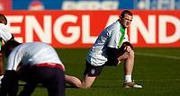Fotball<br /> Foto: SBI/Digitalsport<br /> NORWAY ONLY<br /> <br /> England trener foran helgas landskamp<br /> 06.10.2004<br /> <br /> England's Wayne Rooney again shoulders the country's expectations.