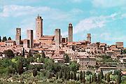 Italië, Toscane,San Gimignano, 8-8-2000Middeleeuws stadje met woontorens, de eerste hoogbouw in Europa. Toerisme, vakantie, architektuur, architectuurFoto: Flip Franssen/Hollandse Hoogte