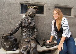 LIVERPOOL, ENGLAND - Tuesday, June 16, 2009: Tamaryn Hendler (BEL) with the Tommy Steel sculpture of Eleanor Rigby during the Tradition ICAP Liverpool International Tennis Tournament 2009 at Calderstones Park. (Pic by David Rawcliffe/Propaganda)