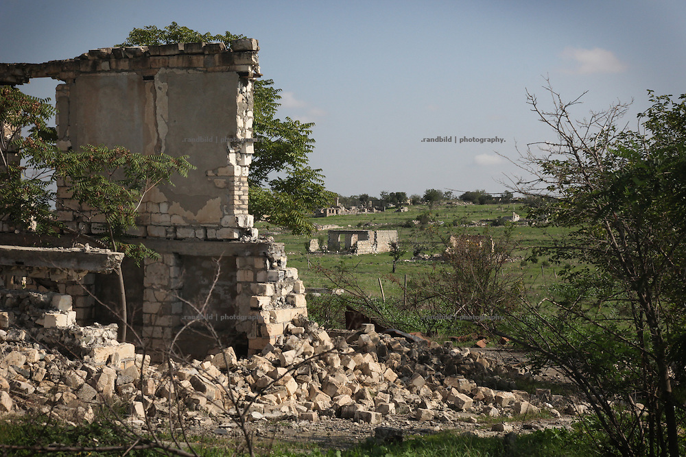The devastated aseri town Agdam (Aghdam) at the frontline between Nagorny Karabakh and Aserbaijan. Since the cesasefire agreement from 1994 armenian and aseri forces have made the border area around the unrecognized Repblice Nagorno Karabakh to a warren of trenches. Shootings between both army taken place regularly.