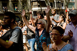 August 18, 2017 - Barcelona, Catalonia, Spain - After paying tribute to the victims   people descends by Las Ramblas of Barcelona  shouting  'no tenim por' (we are not afraid in catalan) in the area where yesterday there was a terrorist attack. A van driver ploughed into pedestrians in Las ramblas street of Barcelona and another in Cambrils seaside city, leaving 13 people dead and injuring more than 100 others. (Credit Image: © Jordi Boixareu via ZUMA Wire)