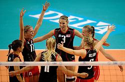 09-09-2012 VOLLEYBAL: EK KWALIFICATIE VROUWEN DENEMARKEN - NEDERLAND: APELDOORN <br /> Denemarken pakt de tweede set, Julie Guldager Jensen<br /> ©2012-FotoHoogendoorn.nl