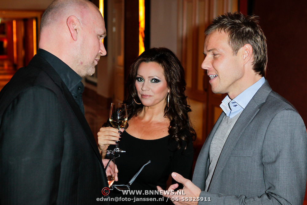 NLD/Amsterdam/20111201- Presentatie Tatjana Simic kalender, Rene Ros, tatjana en Maurice Kroon