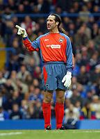 Photograph: Scott Heavey,  Digitalsport, Chelsea v Manchester City. FA BArclaycard Premiership. 25/10/2003.<br />David Seaman enjoys a joke with the Chelsea fans