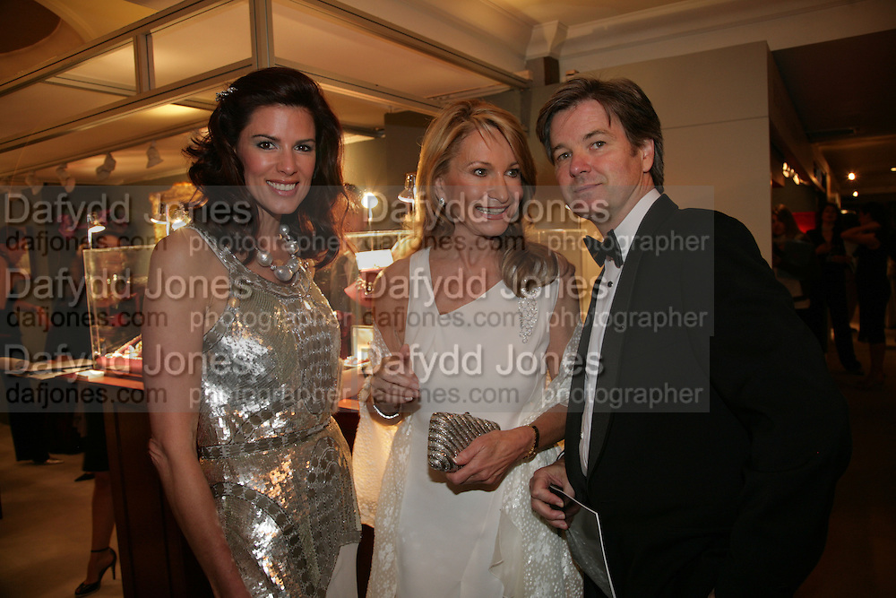 CHRISTINA ESTRADA/CHRISTINA JUFFALI, MAUREEN SUTHERLAND SMITH AND NEIL MURRAY, Grosvenor House Art & Antiques Fair charity gala evening in aid of Coram Foundation. Grosvenor House. Park Lane. London. 14 June 2007.  -DO NOT ARCHIVE-© Copyright Photograph by Dafydd Jones. 248 Clapham Rd. London SW9 0PZ. Tel 0207 820 0771. www.dafjones.com.