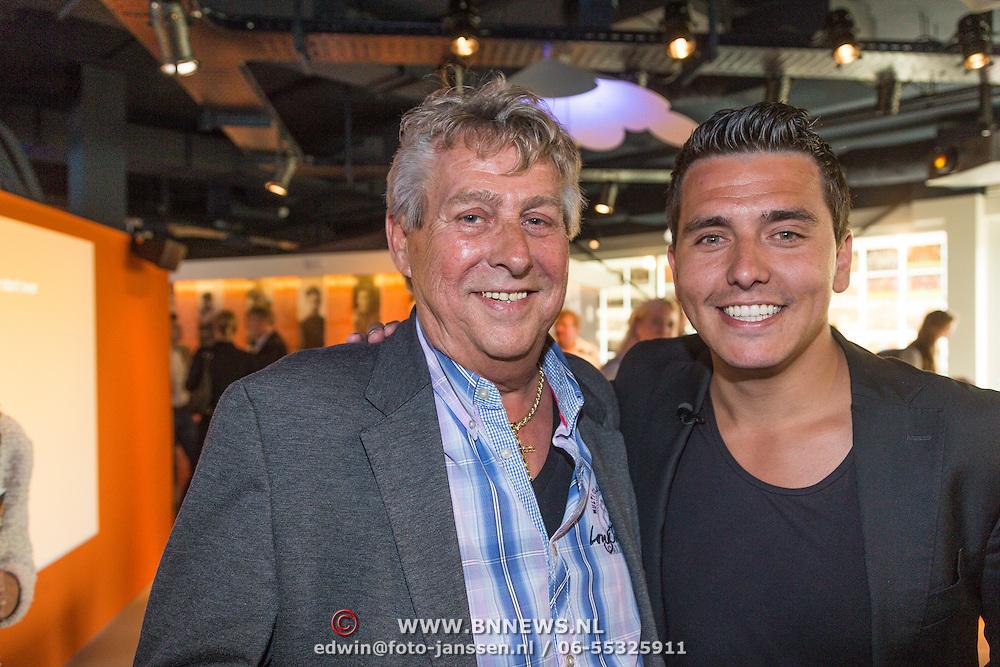 NLD/Volendam/20130612 - Opening Uniek Volendam, Jan Smit en manager Jaap Buys
