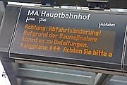 Mannheim. 01.03.17 | BILD- ID 036 |<br /> Innenstadt. Plankenumbau. Auswirkungen auf den Stra&szlig;enbahnverkehr. Am Hauptbahnhof informieren rnv Mitarbeiter &uuml;ber die Plan&auml;nderungen und Streckenverbindungen.<br /> Bild: Markus Prosswitz 01MAR17 / masterpress (Bild ist honorarpflichtig - No Model Release!)