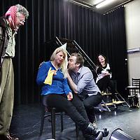 Nederland, amsterdam , 5 maart 2014.<br /> Met Het Grote Geluk pakken drie jonge makers de musicaltraditie in Nederland weer op. Musical zoals musical ooit bedoeld is; geen makkelijk en commercieel entertainment, maar modern, maatschappijkritisch en breed muziektheater waarbij inhoud net zo zwaar weegt als de vorm. Met Annie M.G. Schmidt en Harry Bannink als grote inspiratiebron willen Eva Gouda, Jan Groenteman en Kiki Jaski de kloof tussen toneel en musical overbruggen en vernieuwen in een genre dat doorgaans niet als vernieuwend wordt gezien.<br /> Op de foto tijdens de repetitie van het grote geluk:<br /> Anne-Marie Jung, Yorick Swart, John Buijsman, Nina van Overbruggen, Valentijn Avé en Ferron de Wit.<br /> Foto:Jean-Pierre Jans
