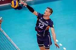 27-05-2017 NED: 2018 FIVB Volleyball World Championship qualification day 4, Apeldoorn<br /> Oostenrijk - Nederland / Zwaar bevochten overwinning voor Nederland dat met 3-2 wint / Kay van Dijk #12