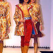 Modeshow Sheila de Vries 2004, model, catwalk,