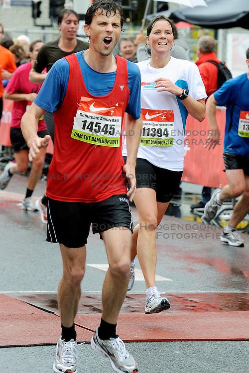 18-09-2011 ATLETIEK: DAM TOT DAMLOOP: ZAANDAM<br /> De Bas van de Goor Foundation liep met 50 mensen mee als voorbereiding op de NY marathon <br /> &copy;2011-FotoHoogendoorn.nl