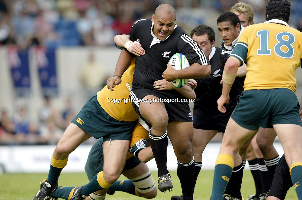 SOANE TONGA'UIHA runs through the Australian defence, Australia 10 v NEW ZEALAND 21, IRB Under 21 World Cup Final, England 2003, Kassam Stadium, Oxford, 030629. Photo: Neil Tingle/Action Plus