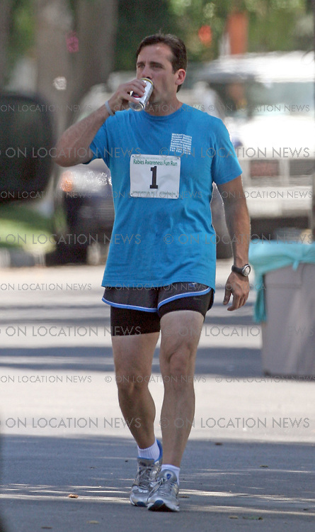 """Los Angeles, California - Thursday 9th August 2007. EXCLUSIVE: Steve Carell films scenes for """"The Office"""". In this scene Carell is doing a charity run for Rabies Awareness! Photograph:David Buchan/On location News. Sales: Eric Ford 1/818-613-3955 info@OnLocationNews.com"""
