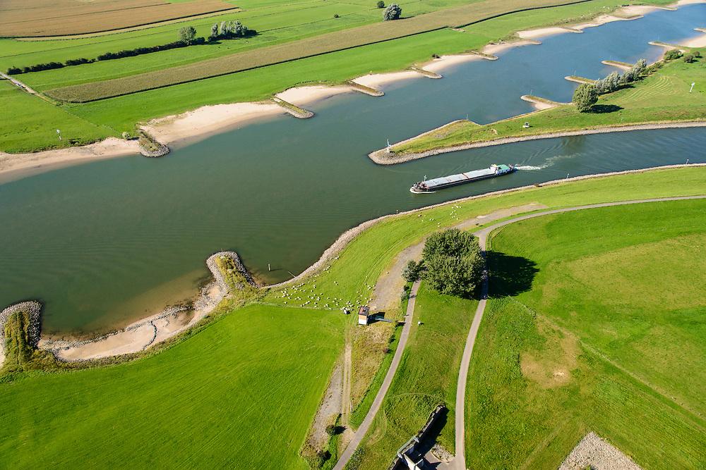 Nederland, Gelderland, Gemeente Arnhem, 30-09-2015; IJsselkop, splitsing van het Pannerdensch Kanaal (uitloper van de Rijn) in Neder-Rijn en IJssel. De uiterwaarden van de Hondsbroeksche Pleij bij Westervoort.<br /> Division of river Rhine in Lower Rhine and IJssel.<br /> <br /> luchtfoto (toeslag op standard tarieven);<br /> aerial photo (additional fee required);<br /> copyright foto/photo Siebe Swart