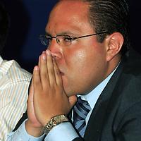 Toluca, Mex.- Cristobal Coyote, Director de Gobernacion del Ayuntamiento, durante la reunion que mantuvieron comerciantes, funcionarios de gobernacion y seguridad publica del ayuntamiento, para entregarles un convenio de mutuo respeto y reconocimiento a sus agrupaciones. Agencia MVT / Javier Rodriguez. (DIGITAL)<br /> <br /> <br /> <br /> <br /> <br /> <br /> <br /> NO ARCHIVAR - NO ARCHIVE