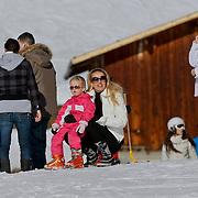 AUD/Lech/20110219 - Fotosessie Nederlandse Koninklijke Familie 2011 op wintersport in Lech, Mabel en Zaria