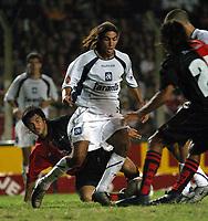 Fotball<br /> Independiente v Newells<br /> Torneo Clausura<br /> Buenos Aires<br /> 21. februar 2004<br /> Foto: Digitalsport<br /> Norway Only<br /> H. Losada, Independiente