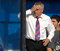 Photo: Daniel Hambury.<br />Luton Town v Crystal Palace. Coca Cola Championship. 09/09/2006.<br />Palace's manager Peter Taylor can't look.