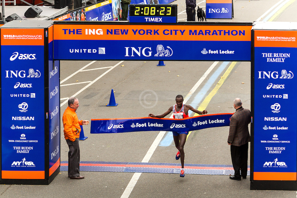 ING New York CIty Marathon: Geoffrey Mutai, Kenya, wins race, as Mayor Bloomberg and Police Commisioner Kelly hold tape