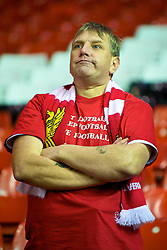 LIVERPOOL, ENGLAND - Wednesday, September 16, 2009: A Liverpool supporter during the UEFA Champions League Group E match at Anfield. (Photo by David Rawcliffe/Propaganda)