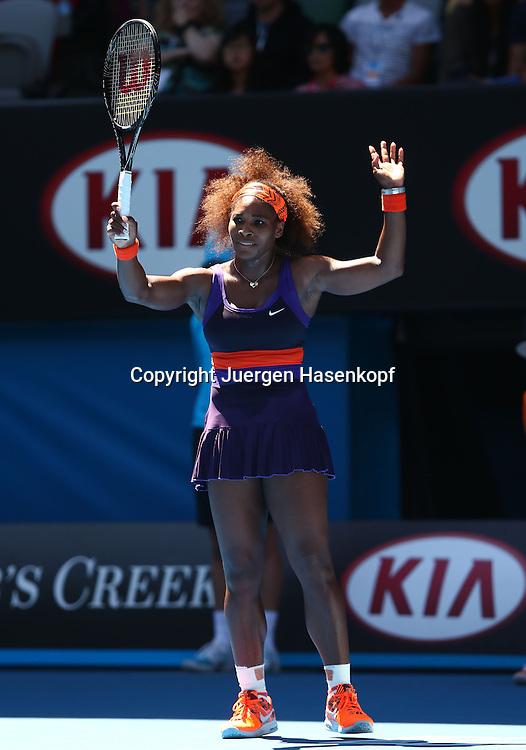 Australian Open 2013, Melbourne Park,ITF Grand Slam Tennis Tournament,.Serena Williams (USA) hebt die Arme und protestiert,Protest,Einzelbild,.Ganzkoerper,Hochformat,