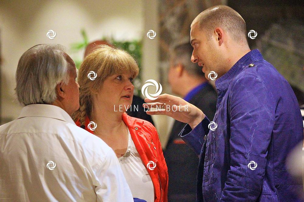 AMSTERDAM - Na het grote Toppers concert mochten de VIPS over de rode loper naar het VIP feest.  Met op de foto journaliste Karin Riethoven en Lange Frans. FOTO LEVIN DEN BOER - PERSFOTO.NU
