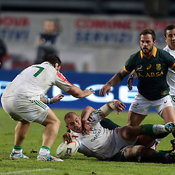 PADUA, ITALY - NOVEMBER 22: Sergio Parisse (captain) of Italy placing the ball after he has been tackled during the Castle Lager Outgoing Tour match between Italy and South African at Stadio Euganeo on November 22, 2014 in Padua, Italy. (Photo by Steve Haag/Gallo Images)