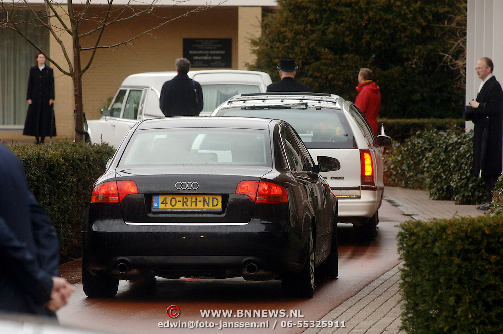 NLD/Driehuis/20060408 - Uitvaart Frederique Huydts, lijkwagen, rouwauto