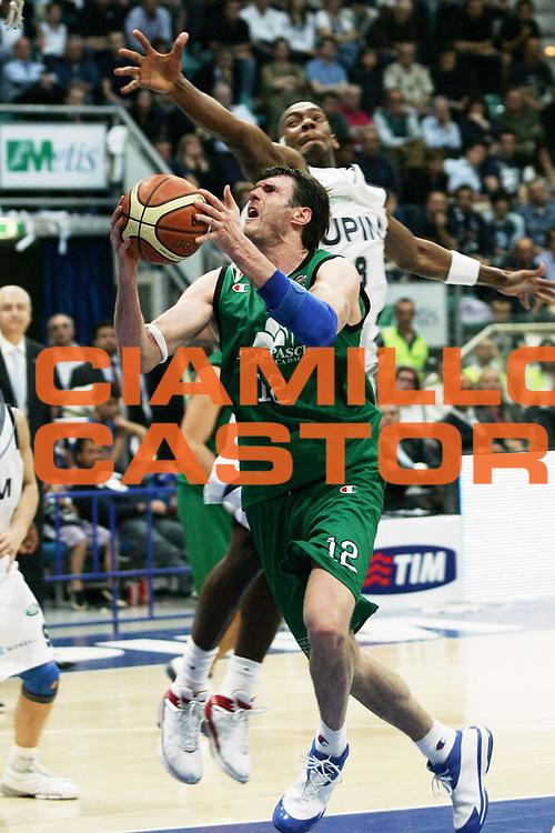 DESCRIZIONE : Bologna Lega A1 2007-08 Playoff Quarti di Finale Gara 2 Upim Fortitudo Bologna Montepaschi Siena <br /> GIOCATORE : Ksistof Lavrinovic <br /> SQUADRA : Montepaschi Siena <br /> EVENTO : Campionato Lega A1 2007-2008 <br /> GARA : Upim Fortitudo Bologna Montepaschi Siena <br /> DATA : 12/05/2008 <br /> CATEGORIA : Penetrazione <br /> SPORT : Pallacanestro <br /> AUTORE : Agenzia Ciamillo-Castoria/P.Lazzeroni