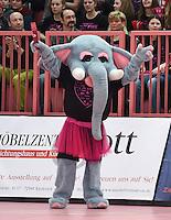 Handball 1. Bundesliga Frauen 2014/2015:   in der Paul Horn Arena Tuebingen TuS Metzingen - SG BBM Bietigheim 17.01.2015 TuS Maskottchen TuSiefant