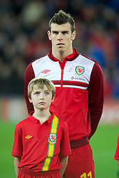 CARDIFF, WALES - Friday, October 12, 2012: Wales' Gareth Bale wearing a pink ribbon for missing five-year girl from Machynlleth April Jones before the Brazil 2014 FIFA World Cup Qualifying Group A match against Scotland at the Cardiff City Stadium. (Pic by David Rawcliffe/Propaganda)