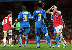 01.11.2011, Emirates Stadion, London, ENG, UEFA CL, Gruppe F, Arsenal FC (GBR) vs Olympique de Marseille (FRA), im Bild  Arsenal's Aaron Ramsey reacts // during UEFA Champions League group F match between Arsenal FC (GBR) and Olympique de Marseille (FRA) at Emirates Stadium, London, United Kingdom on 01/11/2011. EXPA Pictures © 2011, PhotoCredit: EXPA/ Propaganda Photo/ Chris Brunskill +++++ ATTENTION - OUT OF ENGLAND/GBR+++++