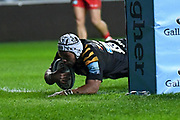 Wasps back row Nizaam Carr (8) scores a try during the Gallagher Premiership Rugby match between Wasps and Saracens at the Ricoh Arena, Coventry, England on 21 February 2020.