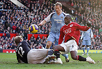 Photo: Paul Thomas.<br /> Manchester United v Manchester City. The Barclays Premiership. 09/12/2006.<br /> <br /> Louis Saha (Red) of Man Utd scores.