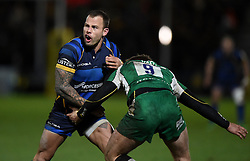 Worcester Warriors Scrum-Half Francois Hougaard tussles with Scott Steele fullback for London Irish  - Mandatory by-line: Joe Meredith/JMP - 26/03/2016 - RUGBY - Sixways Stadium - Worcester, England - Worcester Warriors v London Irish - Aviva Premiership