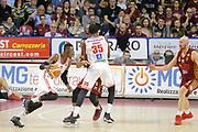 Jeremy Hazell Landry Nnoko<br /> Umana Reyer Venezia - Consultinvest Pesaro<br /> Lega Basket Serie A 2016/2017<br /> Venezia 05/03/2017<br /> Foto Ciamillo-Castoria