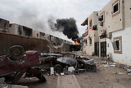 Libya, Sirte: As consequence of US airstrikes, smoke rises in Al Jiza neighbourhood on the frontline with ISIS in Sirte on November 24, 2016.  Alessio Romenzi