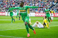 ARNHEM, Vitesse - FC Dordrecht, voetbal Eredivisie seizoen 2014-2015, 18-04-2015, Stadion de Gelredome, FC Dordrecht speler Anthony Biekman (M) denkt dat ie gescoord heeft, maar doelpunt wordt afgekeurd wegens buitenspel.