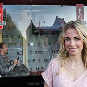 NLD/Amsterdam/20120525 - Start Lock Me Up - Free A Girl actie, Vivienne Reijs met opgesloten Arjan Erkel in de achterzijde